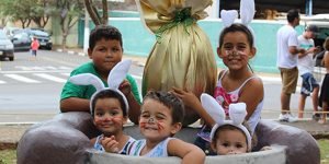 Caça aos Ovos diverte centenas de crianças em Holambra