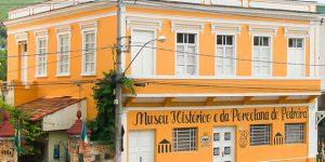 Turistas da China, Colômbia e Chile visitam museus de Pedreira