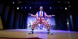 Apresentação gratuita do Circo Teatro Biriba em Cosmópolis