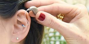 Mais de 230 pessoas recebem aparelho auditivo em Campinas