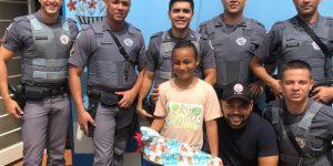 Policiais militares presenteiam crianças de Engenheiro Coelho e Cosmópolis