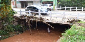 Chuva forte causa estragos em Pedreira