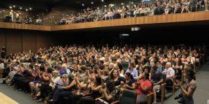 Dia Internacional da Mulher reúne público no Teatro Ralino Zambotto, em Itatiba