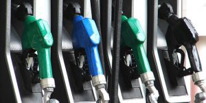 Devido a redução de 4,4% nas refinarias, preço da gasolina deve diminuir
