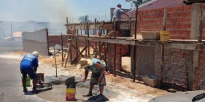 Em Santo Antônio de Posse produzir massa de concreto no asfalto resultará em multa