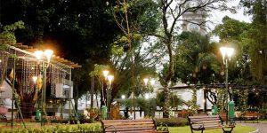 """Praça Central de Santa Bárbara d'Oeste recebe """"Feira Popular do Livro"""""""