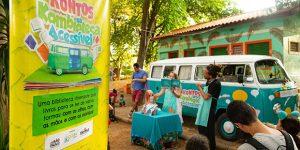 Feira Noturna de Nova Odessa recebe biblioteca infantil instalada em Kombi