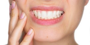 Falta de saúde bucal pode aumentar riscos de contrair o novo Covid-19