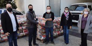 Prefeitura de Sumaré e Fundo Social recebem doação de 600 cestas básicas do Supermercados Pague Menos